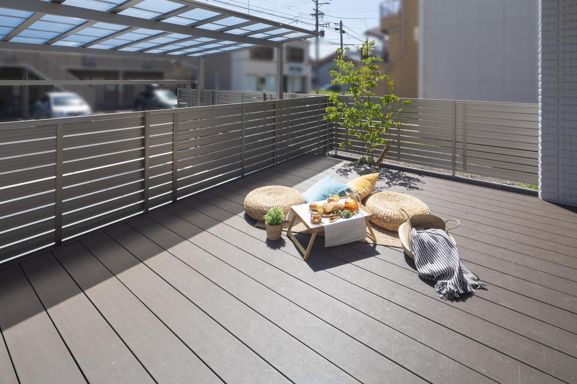 人工木ウッドデッキ 樹ら楽ステージ LIXIL お庭 ガーデン