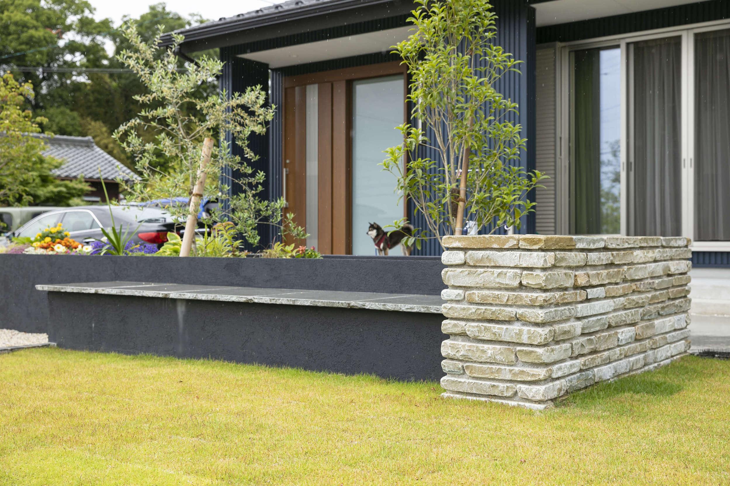 庭 ガーデン モダン和風 黒柴 シバイヌ 造りつけベンチ ベンチ