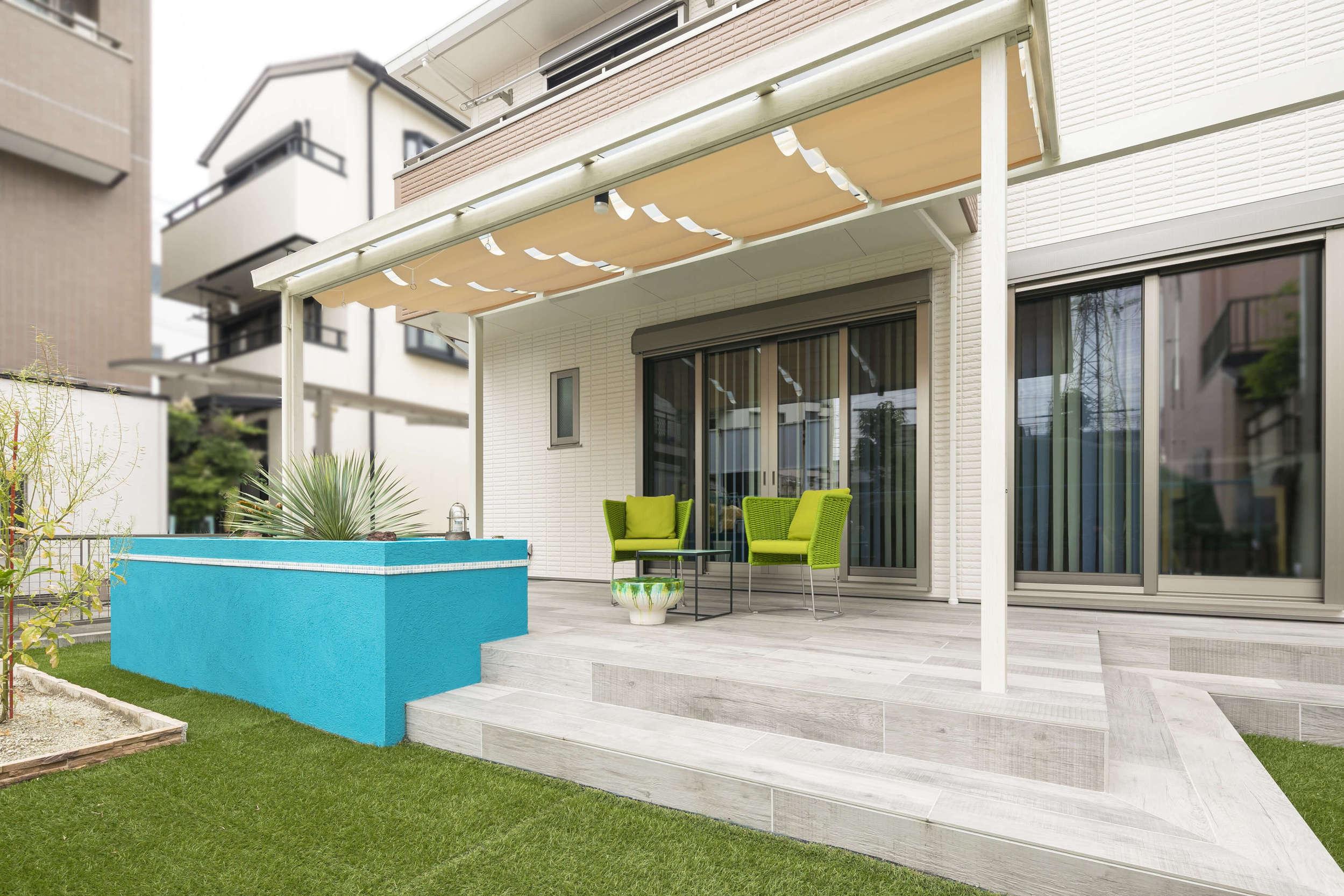 庭 ガーデン リゾート風 マリン風 ブルー 花壇 テラス