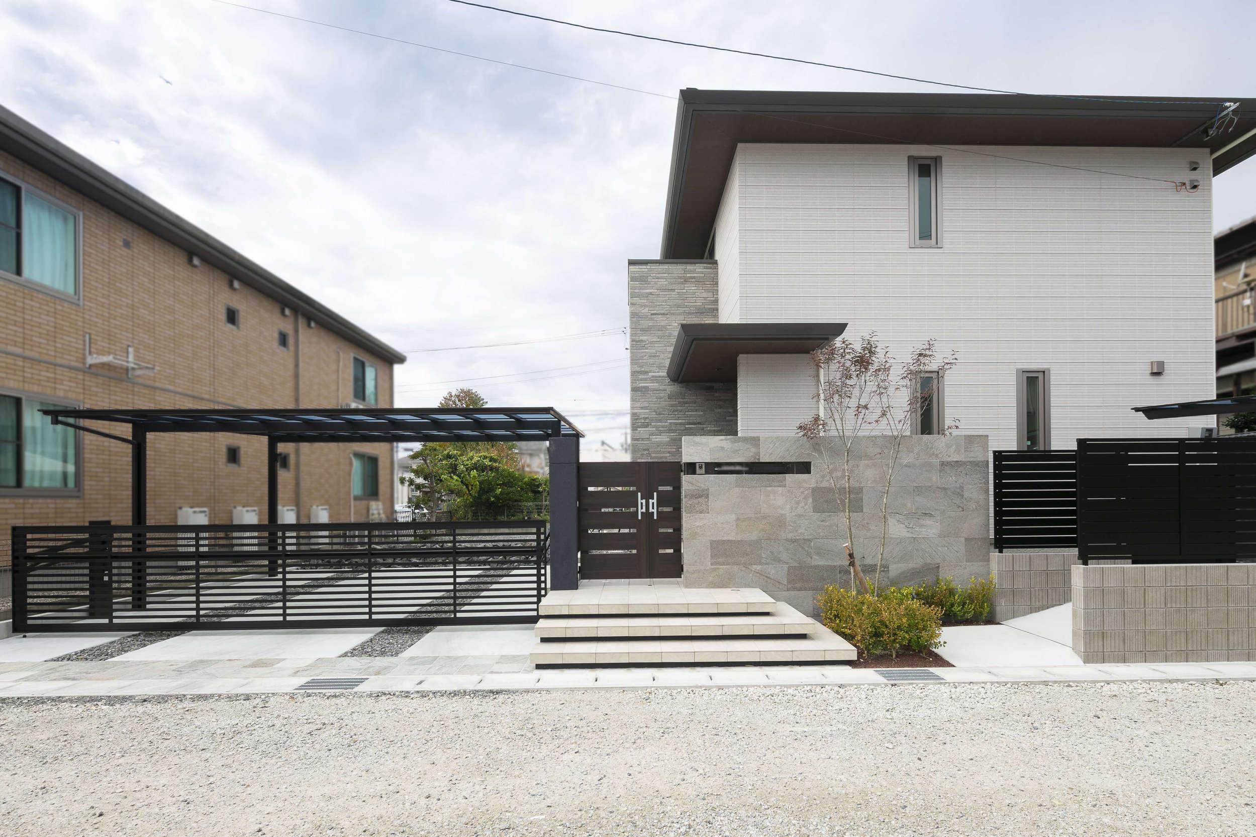積水ハウス 新築外構 クローズ外構 自然石 アップゲート門扉