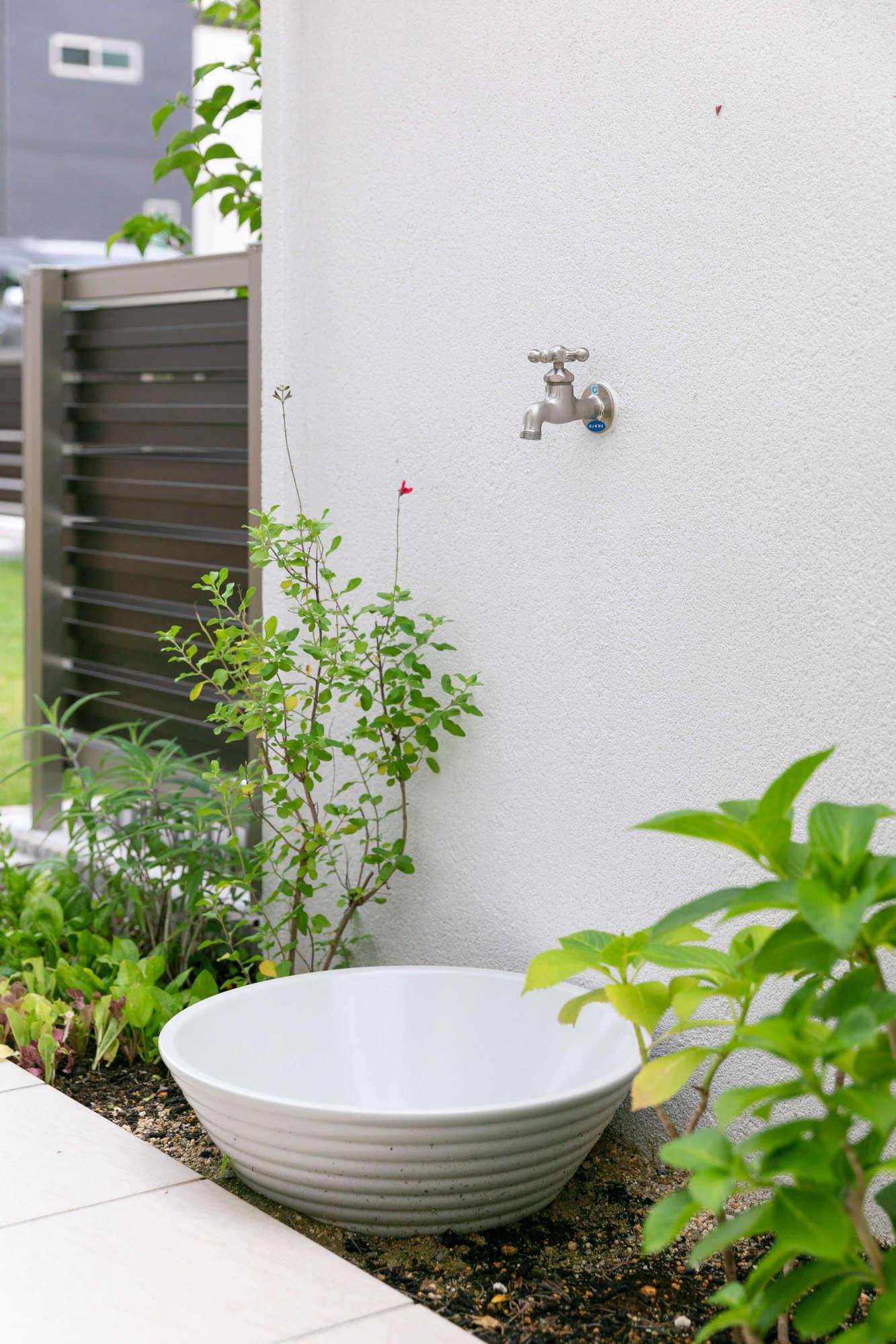 蛇口、門塀、庭、花壇、植栽、門周り、芝生、目隠しフェンス