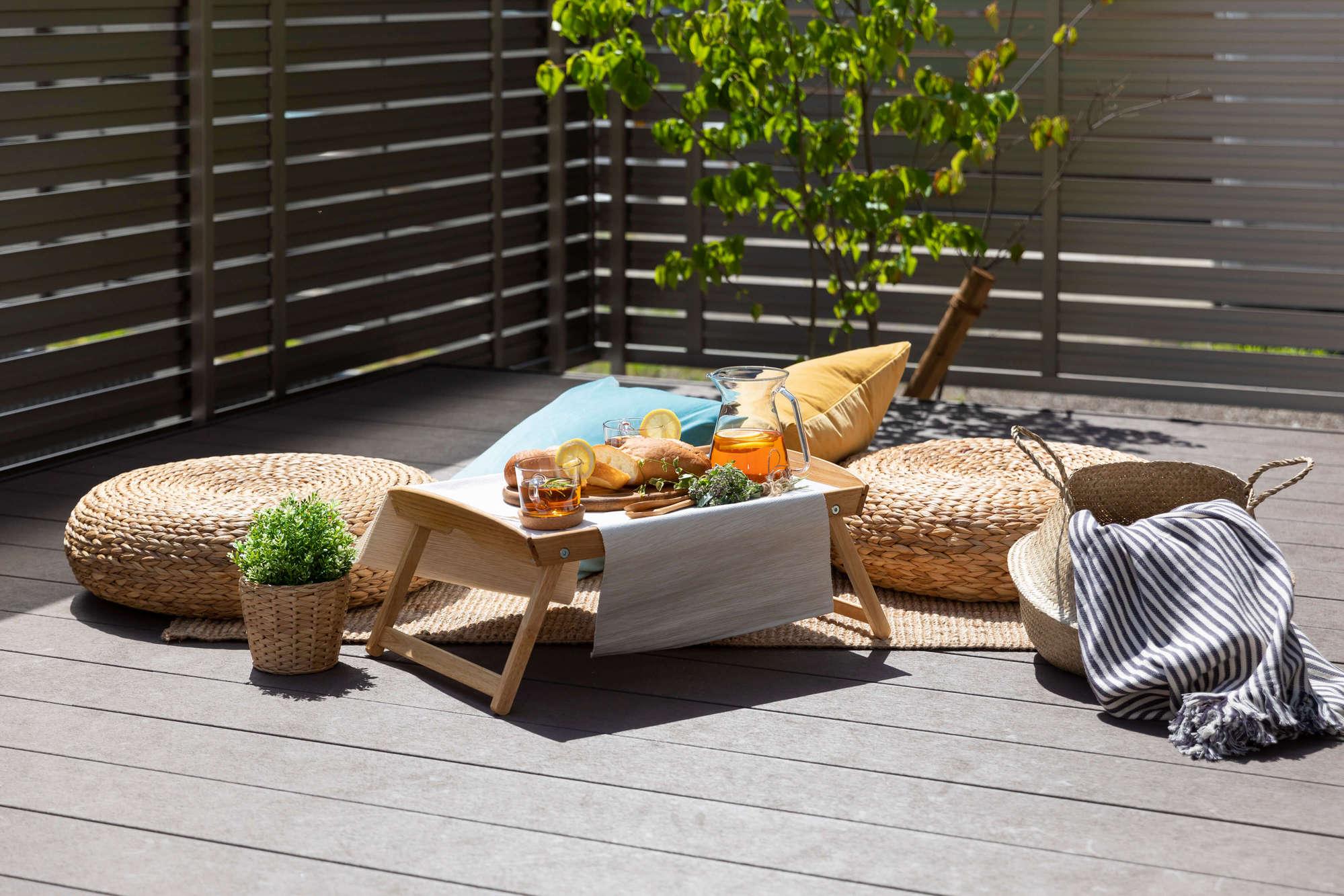 庭、ガーデン、ウッドデッキ、芝生、ガーデンリビング、人工木デッキ