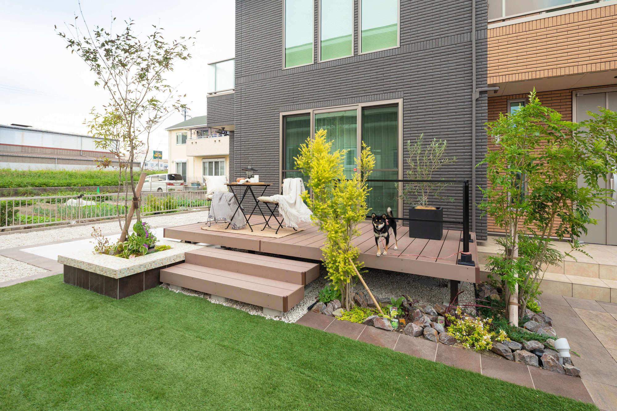 犬と遊ぶ 庭 ウッドデッキ 人工芝 施工例 名古屋